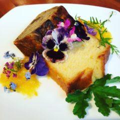 ビオラ・リナリア・ワスレナグサ・スイートアリッサム パウンドケーキにあしらって